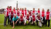 Voetbalwedstrijd Lucky Ajax tegen VV Langweer