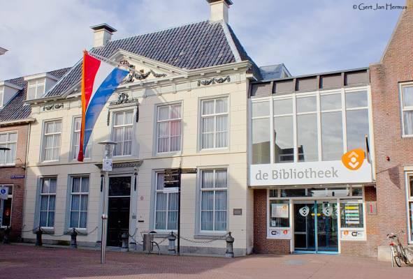 Lionsclub schenkt loep aan Bibliotheek Sneek