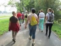 Wandelen in de wijk in Gaanderen