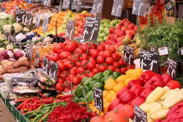 Warenmarkt in het centrum van Alkmaar
