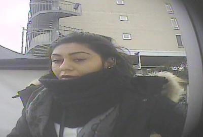 Vrouw pint met gestolen pinpas