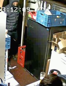 Politie zoekt overvallers cafe Admiraliteitsstraat
