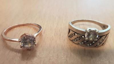 Tonen sieraden, van diefstal afkomstig