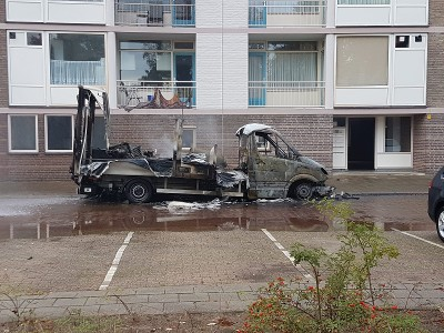 Vrachtauto vol chemicaliën in brand gezet