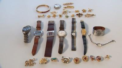 Tonen sieraden (mogelijk van diefstal afkomstig)