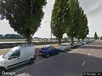 112 melding Brandweer en politie naar Nieuwe Kade in Arnhem vanwege voertuigen te water
