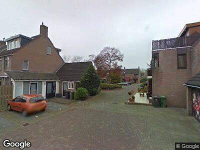 Ambulance met grote spoed naar Remmerstein in Dordrecht