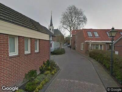 Ambulance met grote spoed naar Kerkplein in Meerkerk