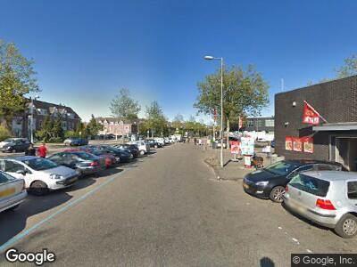 Ambulance met grote spoed naar Meeuwenlaan in Amsterdam