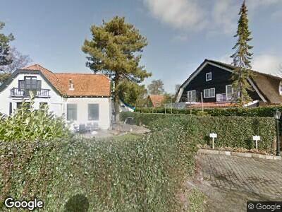 Brandweer met gepaste spoed naar Burgemeester Peecklaan in Schoorl vanwege brand