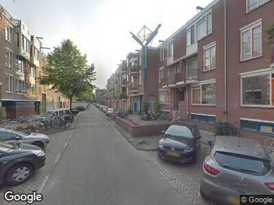Ambulance met grote spoed naar Reinwardtstraat in Amsterdam