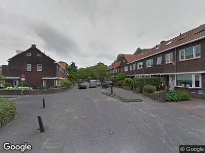 Ambulance met grote spoed naar Julianalaan in Vlaardingen