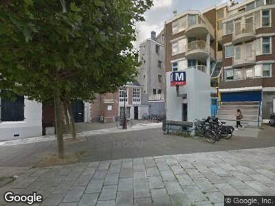 Ambulance met grote spoed naar Zuiderkerkhof in Amsterdam