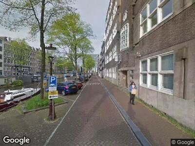 Ambulance met grote spoed naar Nieuwe Achtergracht in Amsterdam