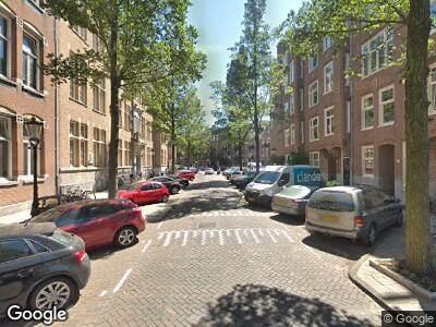 Ambulance met grote spoed naar Moreelsestraat in Amsterdam