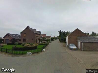 Ambulance met grote spoed naar Zalzerskampweg in Venlo