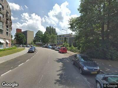 Ambulance met grote spoed naar Lindenlaan in Amstelveen