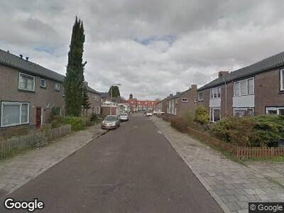 Ambulance met grote spoed naar Prof. Keesomstraat in Tilburg