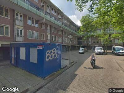 Ambulance met gepaste spoed naar Roomtuintjes in Amsterdam