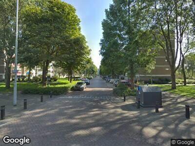 Ambulance naar Burgemeester Velthuijsenlaan in Leidschendam