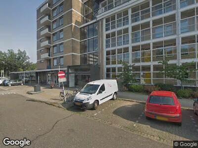 Ambulance naar Aaltje Noordewierlaan in Leiden