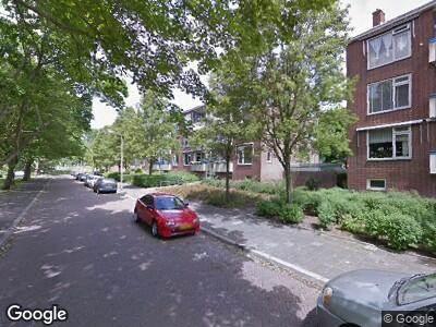 Ambulance naar W.H. van Leeuwenlaan in Delft