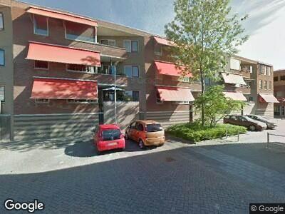 Ambulance met grote spoed naar Vierwiekenplein in Oud-Beijerland