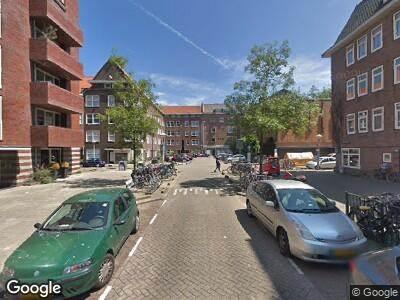 Ambulance met grote spoed naar Cornelis Dirkszstraat in Amsterdam