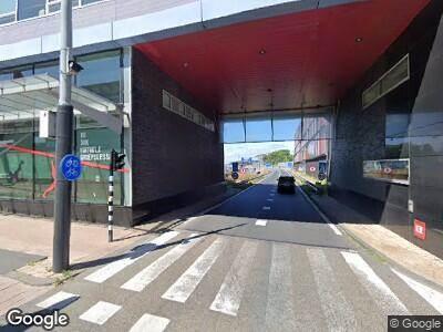 Ambulance met grote spoed naar Bos en Lommerplein in Amsterdam