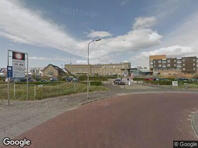Ambulance met gepaste spoed naar Relweg in Wijk aan Zee