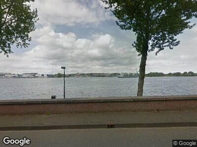 Ambulance met grote spoed naar Sumatrakade in Amsterdam