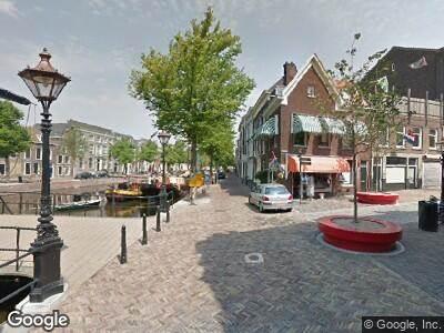 Ambulance met grote spoed naar Lange Haven in Schiedam