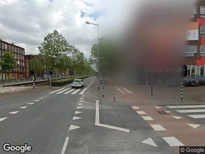 Ambulance met grote spoed naar IJburglaan in Amsterdam