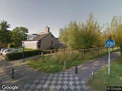 Ambulance met grote spoed naar Jan Wolkerslaan in Oegstgeest