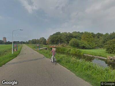Ambulance met gepaste spoed naar Vrouwenweg in Leiden
