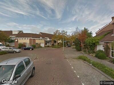 Ambulance en brandweer met grote spoed naar Breedweerlaan in Heemskerk