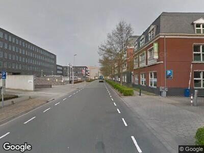 Ambulance met grote spoed naar Laan van Vredenoord in Rijswijk
