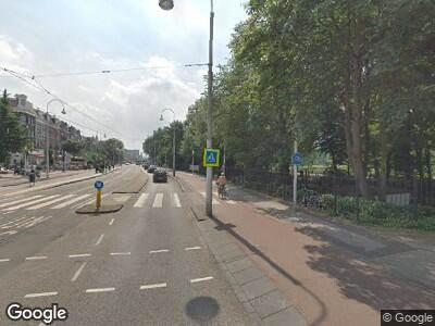 Ambulance met grote spoed naar Eerste Van Swindenstraat in Amsterdam