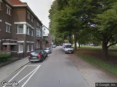 Ambulance met grote spoed naar Aldenhofpark in Maastricht