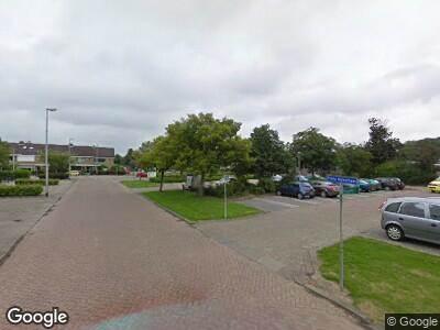 Ambulance met grote spoed naar Rembrandtplein in Oud-Beijerland