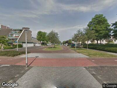 Ambulance met grote spoed naar Luttickduin in Amstelveen