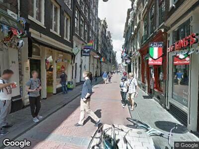 Brandweer met grote spoed naar Warmoesstraat in Amsterdam vanwege brand