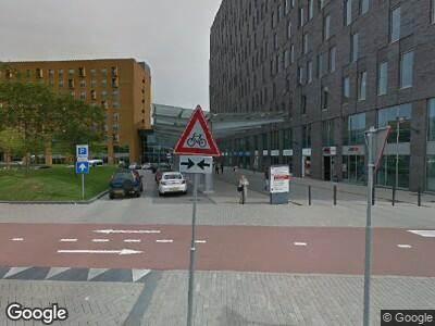 Ambulance met grote spoed naar Albert Schweitzerplaats in Dordrecht