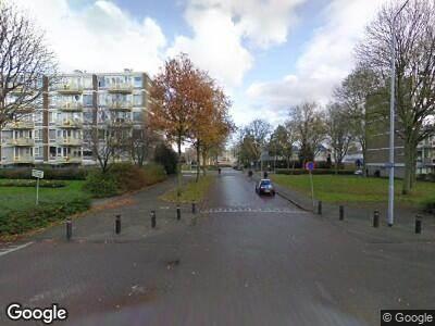 Brandweer met gepaste spoed naar Burgemeester Velthuijsenlaan in Leidschendam vanwege wateroverlast
