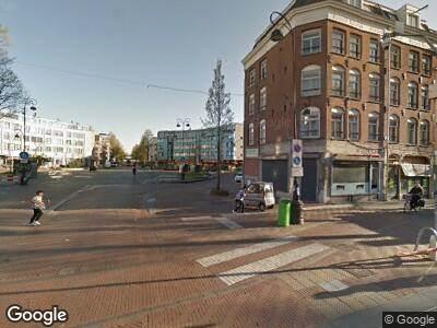 Ambulance met grote spoed naar Dapperstraat in Amsterdam