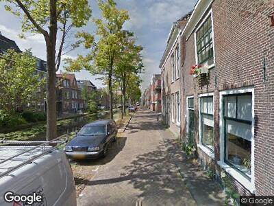 Ambulance met grote spoed naar Geerweg in Delft