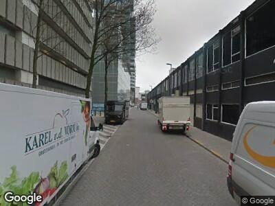 Ambulance met grote spoed naar Hennekijnstraat in Rotterdam
