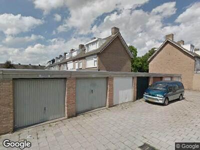 Ambulance met grote spoed naar De Vier Heemskinderenlaan in Eindhoven