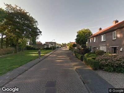 Ambulance met grote spoed naar Burgemeester J. Roseboomstraat in Hedel