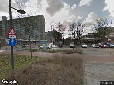 Ambulance met grote spoed naar Papsouwselaan in Delft